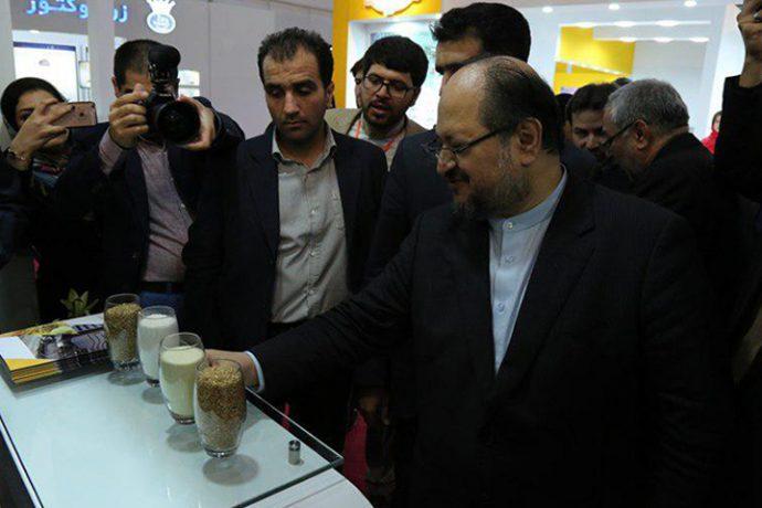 حضور وزیر صنعت، معدن و تجارت در غرفه گروه صنعتی و پژوهشی زر