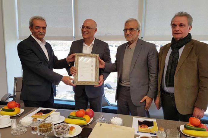 در بازدید رئیس اتاق بازرگانی، صنایع و معادن ایران مطرح شد؛ شعار ما می توانیم در پالایشگاه غلات زر به تحقق رسیده است