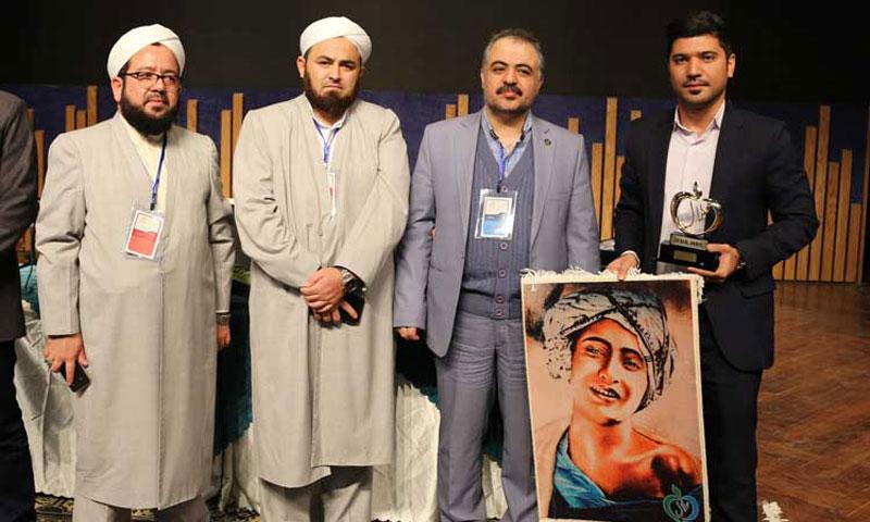 در نخستین همایش بین المللی فرآورده های حلال در مشهد مقدس رقم خورد؛ گروه صنعتی و پژوهشی زر به عنوان حامی روزی حلال معرفی شد