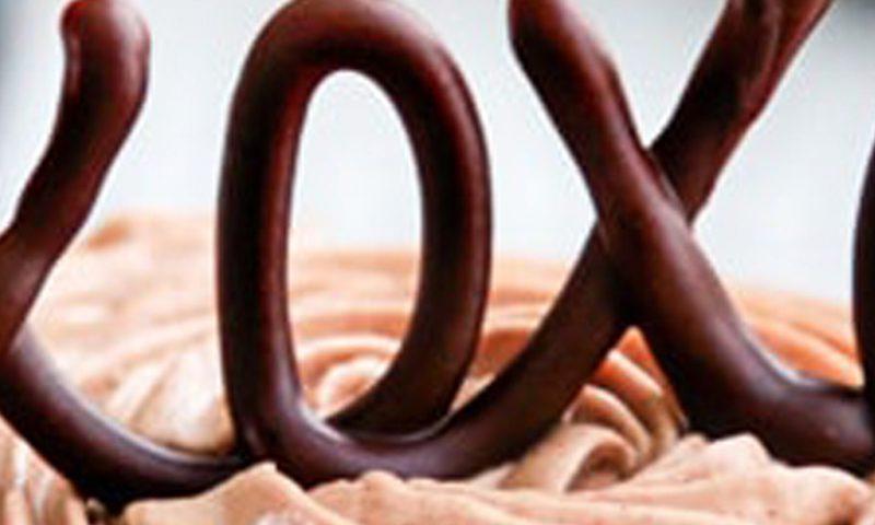 ماگ کیک زرماکارون و شکلات پراگو