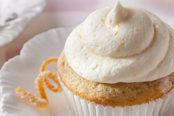 ماگ کیک زرماکارون و خامه پرتقالی