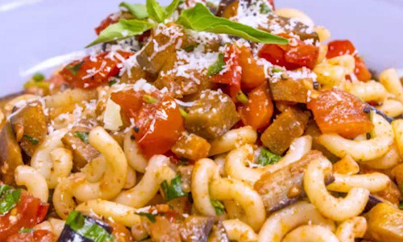 پاستا با گوجه فرنگی و بادمجان