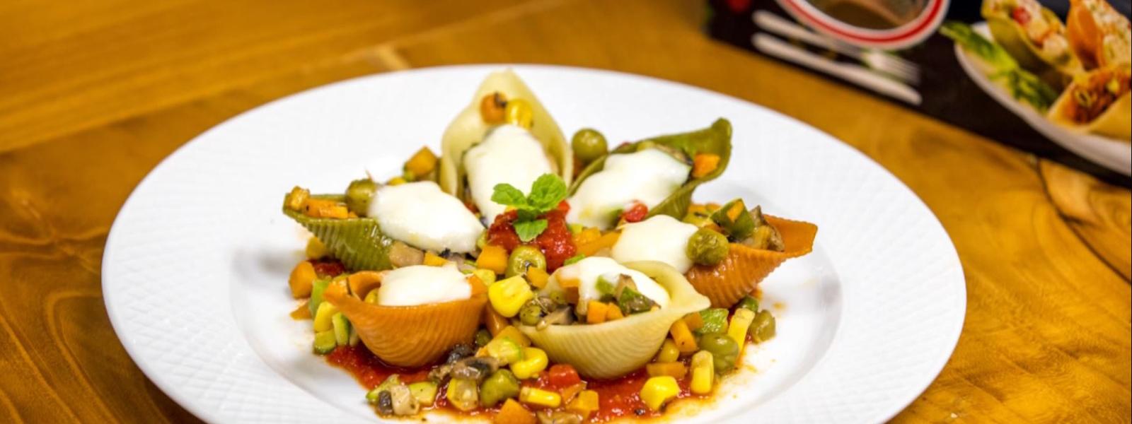 جامبو سبزیجات پرشده با سبزیجات و گوجه