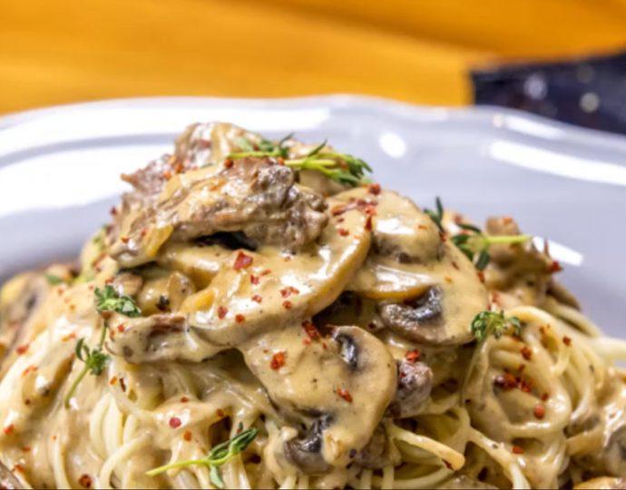 اسپاگتی با فیله گوساله و سس قارچ