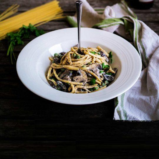 طرز تهیه اسپاگتی لینگوئینی با سس قارچ